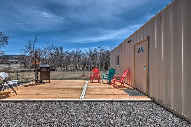 Tiny Home for 4 w/ Patio & Grill by the White Mtns, holiday rental in Springerville