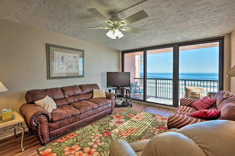 Oceanfront Condo w/ Pool on New Smyrna Beach!, location de vacances à Edgewater