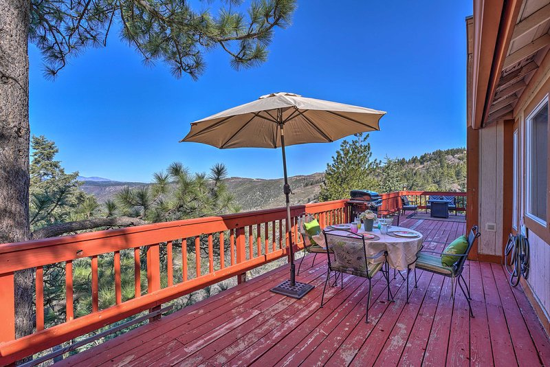 Running Springs Cabin w/ Deck & Mtn. Views!, vacation rental in Running Springs