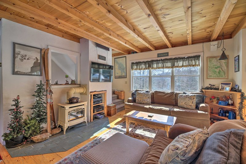 Mad River Valley Home w/Hot Tub-4 mi. to Sugarbush, alquiler de vacaciones en Fayston