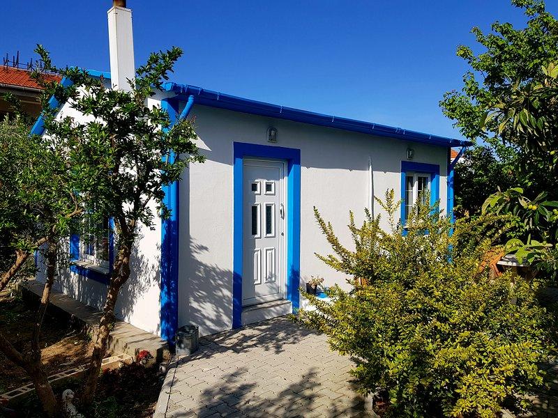 POMEGRANATE  COTTAGE LAPTA HOLIDAY HOMES  1 double bedroom, alquiler de vacaciones en Lapta