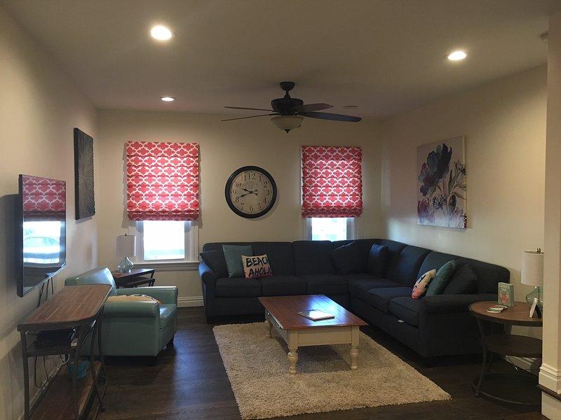 Sala de estar com assentos confortáveis, TV de tela plana a cabo e acesso à internet