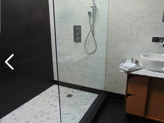 Sky-Light-Dusche mit zwei Waschbecken