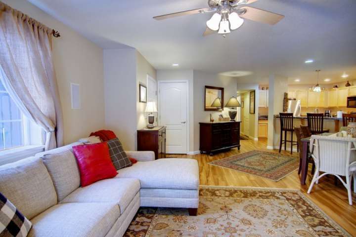 Near Resort/Town/Bus, Hot Tub, Grill, Patio, Fireplace, Washer/Dryer in Unit, Lo, vacation rental in Oak Creek