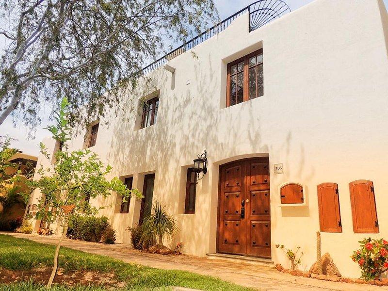 Villa Giganta - 2 Bedroom home - Loreto Bay - By Bahia Villa Vacations, Ferienwohnung in Ensenada Blanca