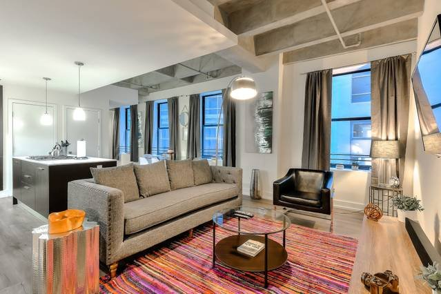 Welcome Home - 1000 Sq.Ft of Prime DTLA Living Space to Call Home! Perfect for Business or Leisure Travel