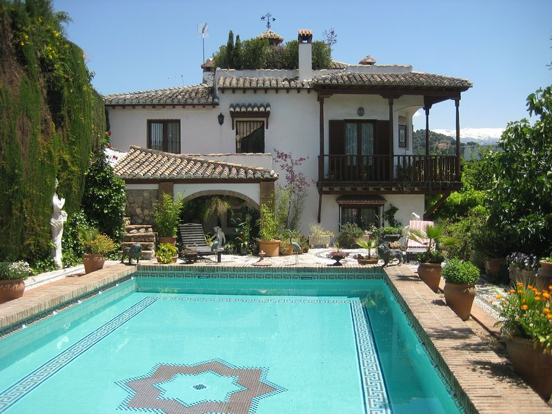 Stunning mansion with Alhambra views and pool, aluguéis de temporada em Guevejar