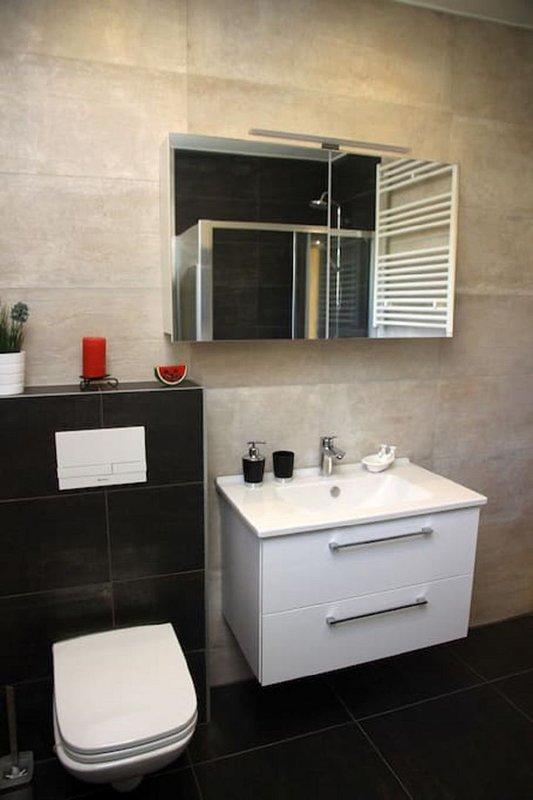 H (4 + 1): banheiro