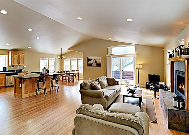 Quiet & Woodsy Getaway with Views | Near Scenic Biking/Hiking Trails, vacation rental in South Lake Tahoe