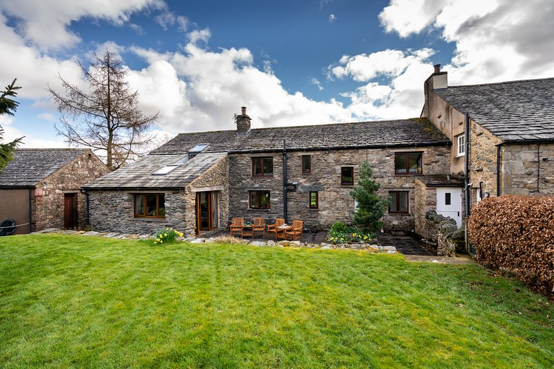 Lovely Spacious Family Cottage, great views, pet friendly, sleeps 6, holiday rental in Askham