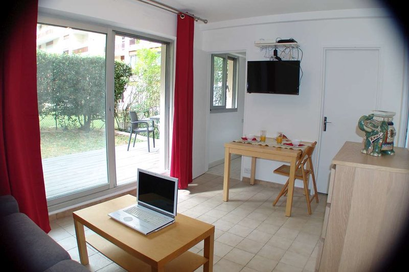 PARIS ISSY STUDIO ET TERRASSE, holiday rental in Meudon-la-Foret
