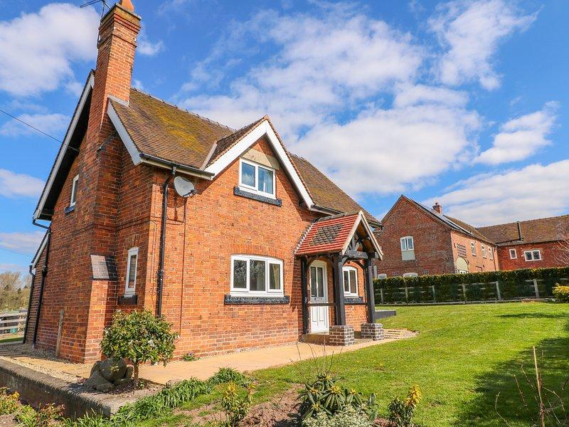 ARDSLEY COTTAGE, WiFi, Enclosed garden, Hollington, holiday rental in Burton upon Trent
