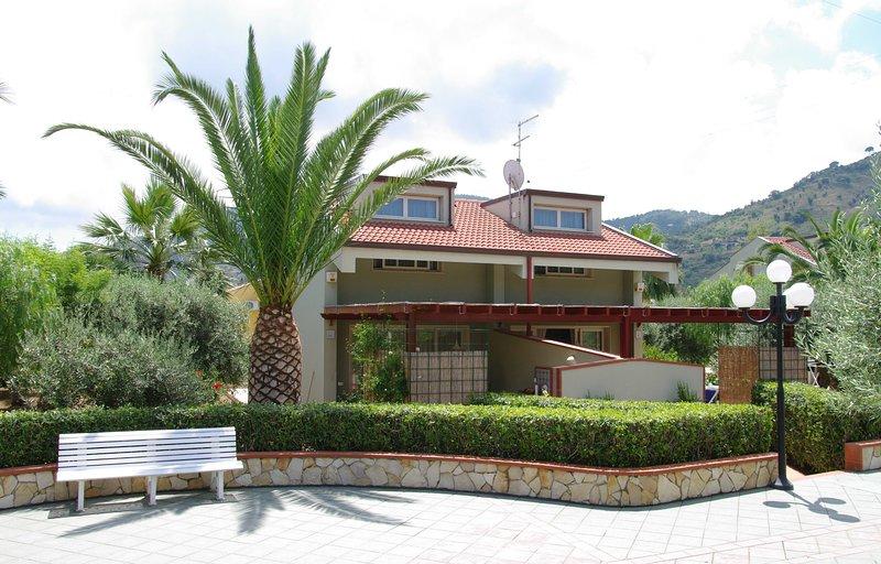 Spazioso appartamento per 4 persone in Residence, location de vacances à Mazzaforno