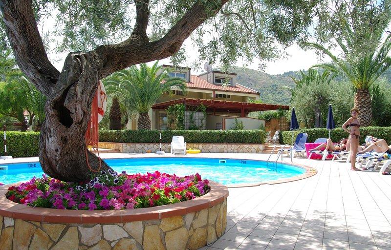 Confortevole appartamento per 2 persone in Residence, location de vacances à Mazzaforno