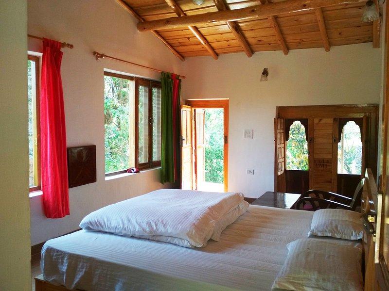 Silent Valley Alchauna- Kumaoni House along River Kalsa I, aluguéis de temporada em Bhimtal