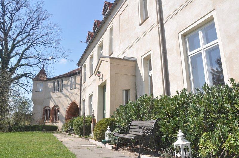Schloss Neuhausen - große Ferienwohnung für 4 Personen, aluguéis de temporada em Parchim