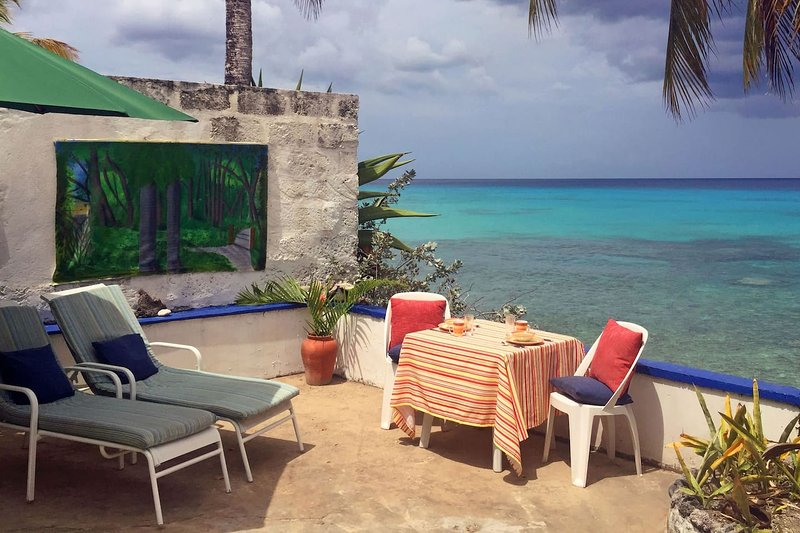 Beach Cottage on the Westcoast of Barbados, private terrace on the sea, holiday rental in Paynes Bay