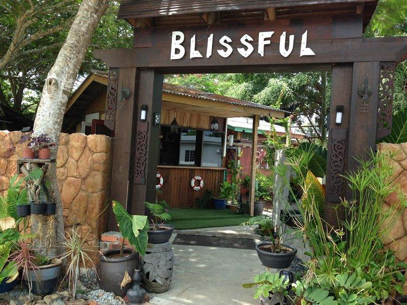 Serene-BlissfulGuesthouseLangkawi, holiday rental in Pantai Cenang