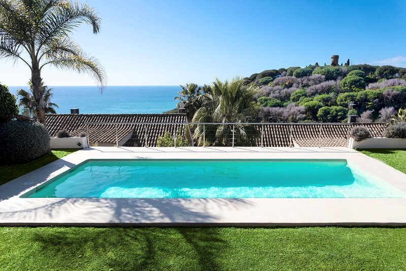 BANANA CHILL OUT - BRIGHT and MODERN - Sea views from the private pool - Quiet, alquiler de vacaciones en Arenys de Mar