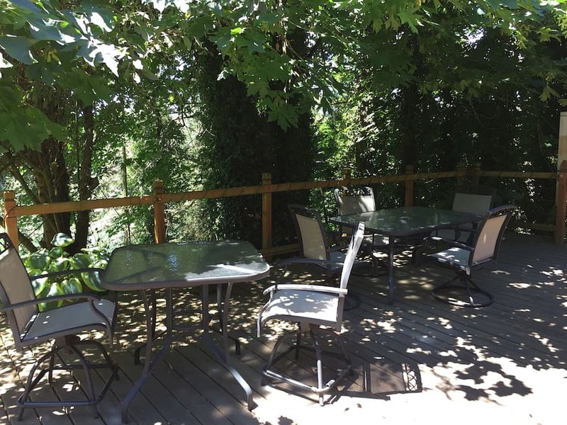 Deck seating for six