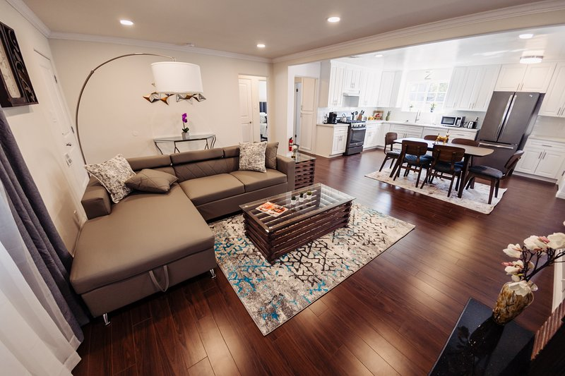 Verdugo | Centrally located Trendy Home,10 min to Everything P32, vacation rental in Burbank