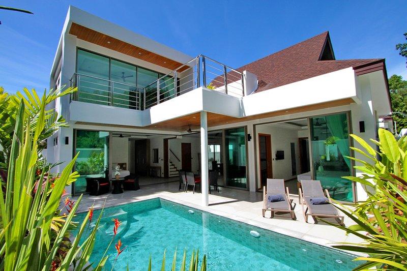 Ya Nui Beach Luxury Pool Villas, Located 450m From The Beach, location de vacances à Nai Harn