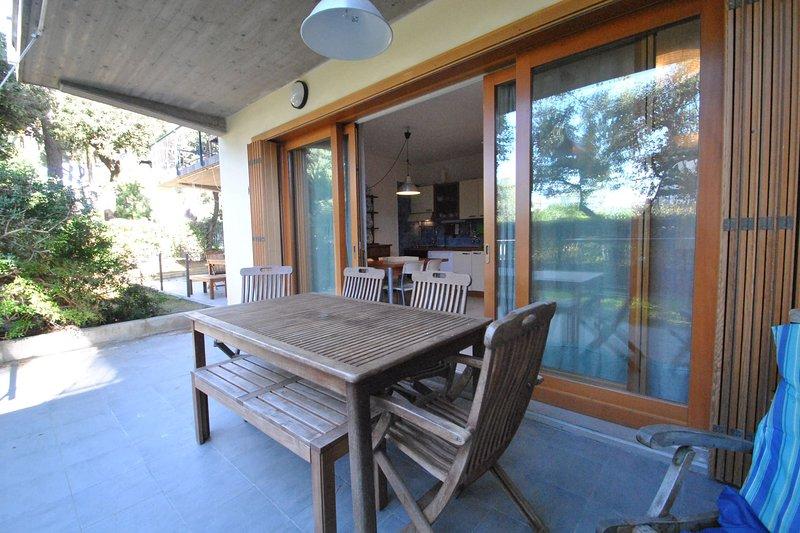 Al piano terra con giardino - mt. 30 dal mare - trilo 'Scirocco', holiday rental in Rosignano Solvay