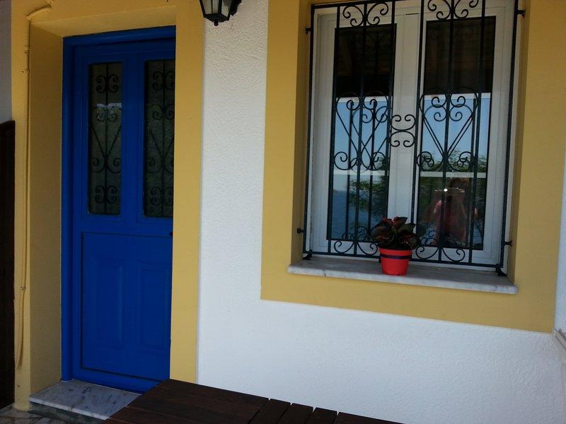 Panormitis Pizanias House for 2 next to the sea in Skalia, casa vacanza a Agia Marina