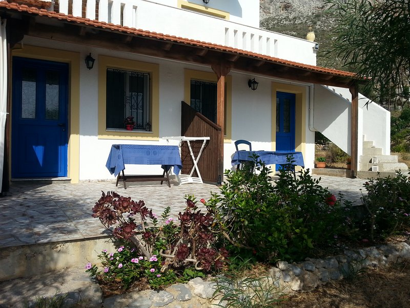 House for 4 in Skalia next to the sea, holiday rental in Lakki