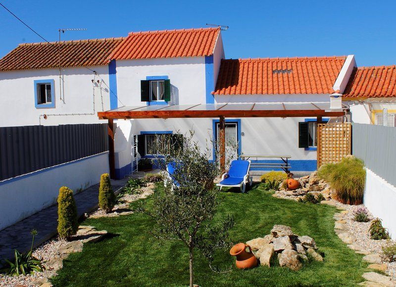 Spacious house with garden & Wifi, holiday rental in Sao Joao das Lampas e Terrugem