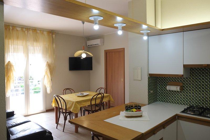 Appartamento a 100 mt dalla spiaggia (con aria condizionata), holiday rental in Rimini