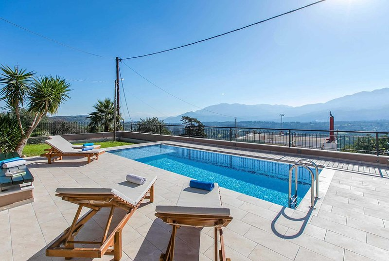 Stunning views of the White Mountains, location de vacances à Macheri