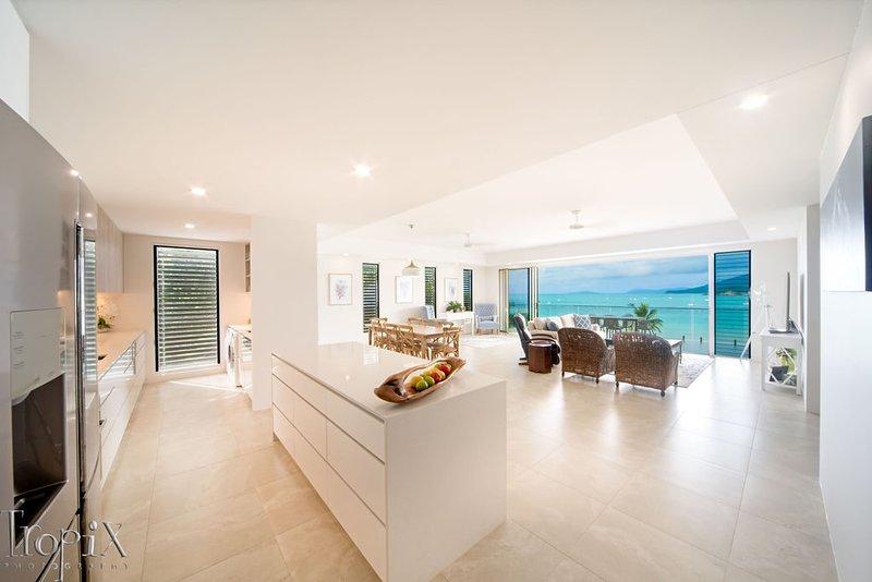 Splendeur Sur La Mer (One Bedroom), holiday rental in Flametree