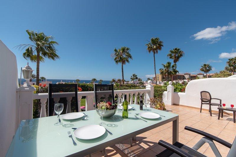 Villa San Miguel. Modern 2 Bedroom Villa. Heated Communal Pool. Golf Del Sur., location de vacances à Golf del Sur