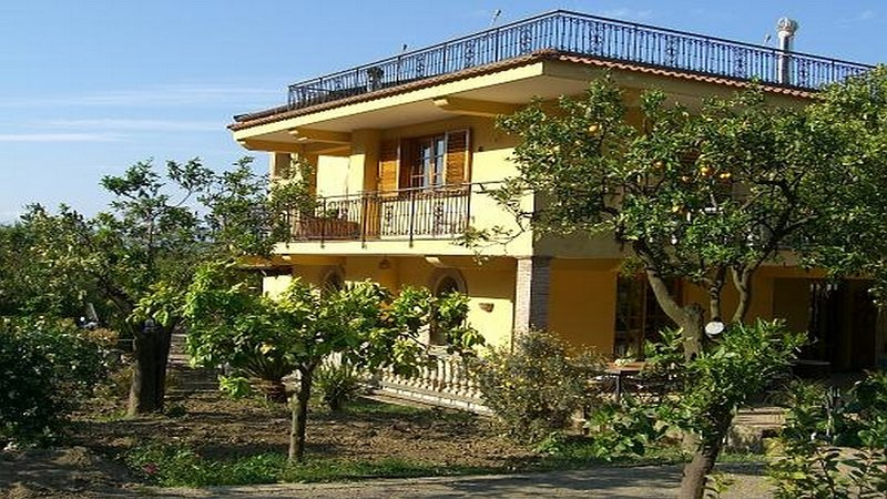 Outside and external view Casa Lusal A apartment with parking, garden furniture and poll amalficoast