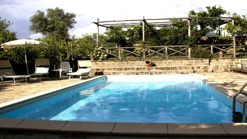 Casa Lusal (A) apartment in a complex with garden and shared pool Sorrento Coast, casa vacanza a Sant'Agnello