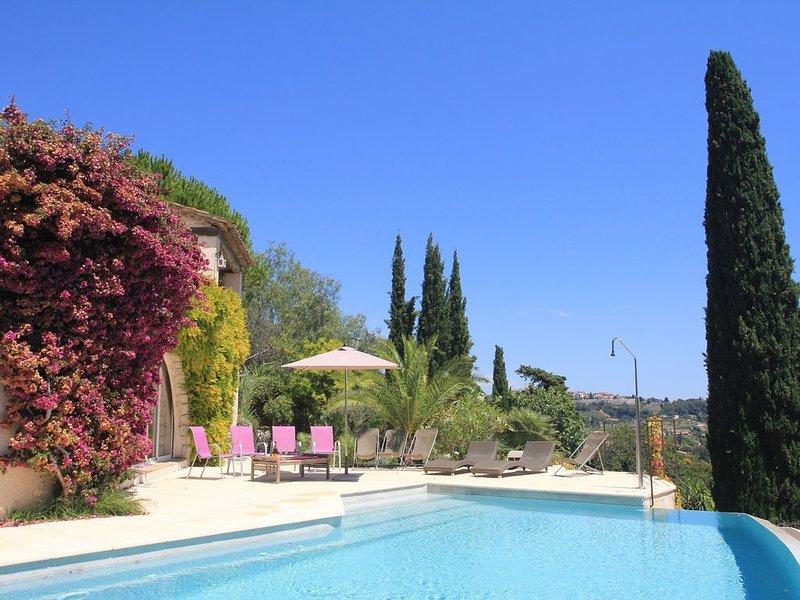 Villa 4 chambres, 12 personnes, piscine vue mer, calme dans un ecrin de verdure, alquiler vacacional en La Colle-sur-Loup