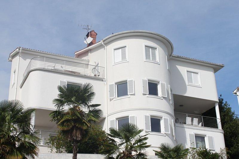 Villa Calista ha 2 appartamenti per gli ospiti