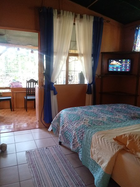 Great place for families! Two rooms with kitchenette on horse farm., aluguéis de temporada em Grecia