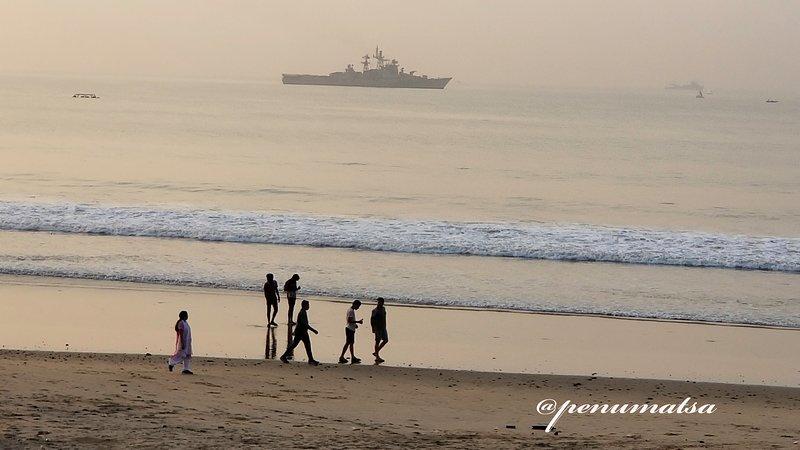 Beach Front - Direct Sea Views From Entire Flat, location de vacances à Visakhapatnam