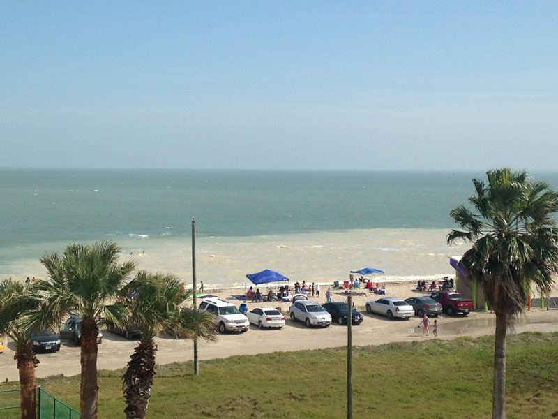 Beach Getaway ! Heated Pool!  Ocean Views!, vacation rental in Corpus Christi