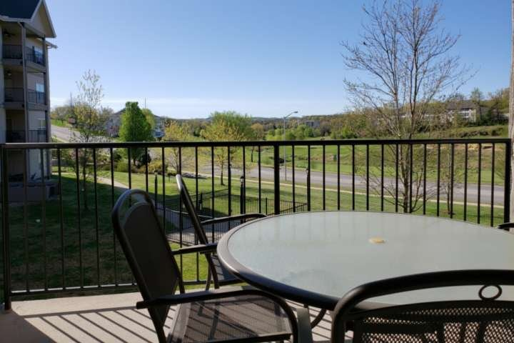 Private Covered Deck, Overlooking 1000 Hill's Golf Course.