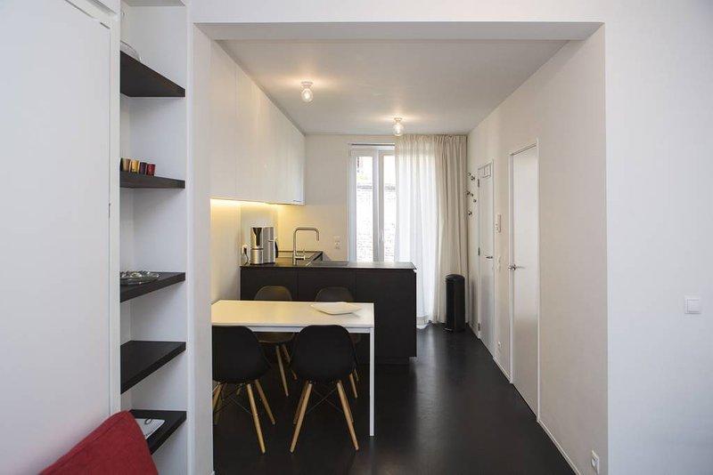 Black&White Studio B, vacation rental in Lokeren