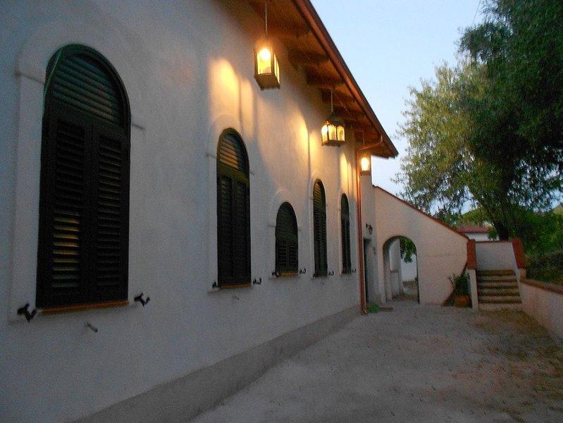 B&B in antico casale immerso nel verde, a 400 dal mare ed 1 km da Tropea, vacation rental in Parghelia