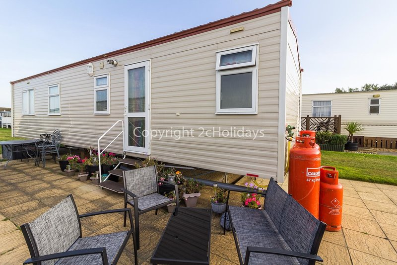 6 berth caravan for hire at Broadland Sands Holiday Park in Suffolk ref 20144BS, holiday rental in Gorleston-on-Sea
