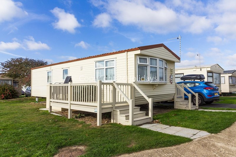 6 berth holiday home for hire with decking at Broadland sands  ref 20217BS, vacation rental in Hopton on Sea
