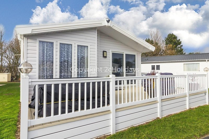 Spacious 8 berth luxury lodge for hire at Broadland Sands in Suffolk ref 20033CV, holiday rental in Corton