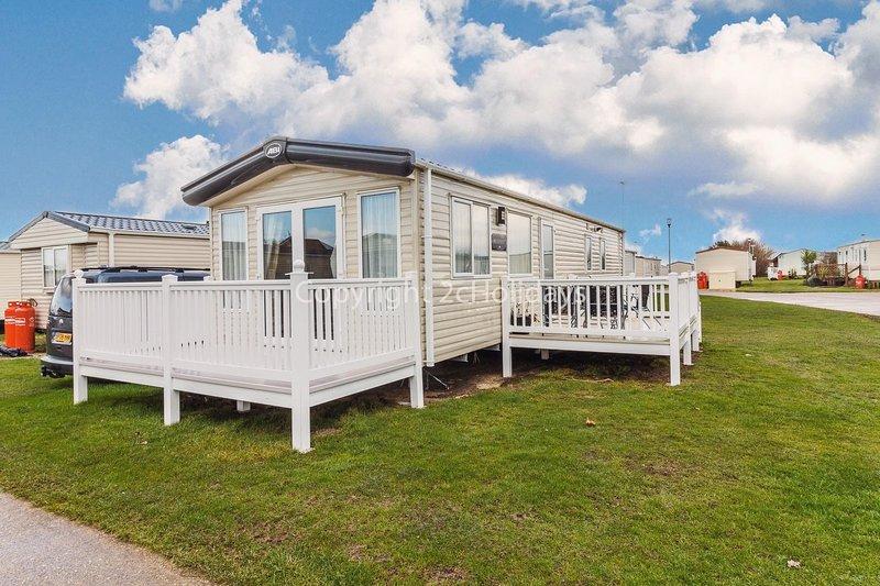 Brilliant 8 berth caravan for hire in Suffolk at Broadland Sands ref 20164BS, holiday rental in Corton