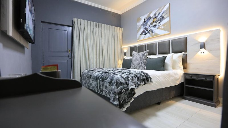 Double Bedroom (Unit 1) - The Cascades Guest Lodge and Apartments, vacation rental in White River