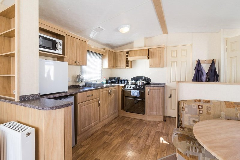 8 berth caravan for hire at Haven Caister Holiday Park in Norfolk ref 30063F, vacation rental in Caister-on-Sea